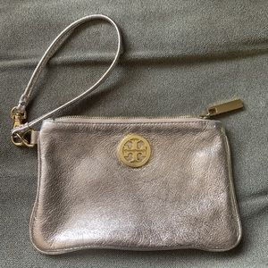 ✨Tory Burch Metallic Gold Wristlet✨ VGUC
